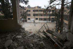 JAV koalicijos smūgis Sirijos mokyklai nusinešė mažiausiai 33 gyvybes