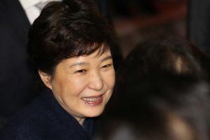 Prezidentę nušalinusi Pietų Korėja naują lyderį rinks gegužę