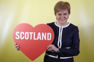 Signalai iš Th. May: ar įtikins Škotiją nerengti referendumo?