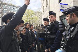Policininkams nušovus kiną Paryžiuje kilo susirėmimai: sužeisti trys žmonės
