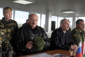 """V. Putinas pirmadienį stebės """"Zapad"""" pratybas"""