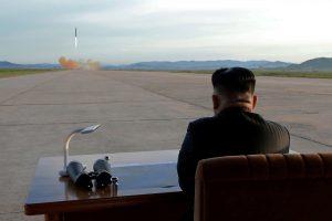 Šiaurės Korėja: branduolinis karas gali įsiplieksti bet kurią akimirką