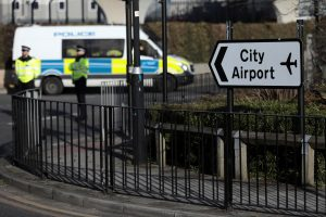 Pašalinus karo laikų bombą vėl atidarytas Londono Sičio oro uostas