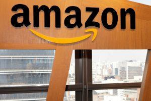 """D. Trumpas užsipuolė """"Amazon"""" dėl mokesčių"""