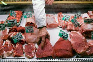 Lenkija į ES eksportavo 2,5 tonos nesveikų karvių mėsos