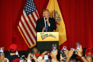 H. Clinton paskelbė D. Trumpą grėsme JAV demokratijai