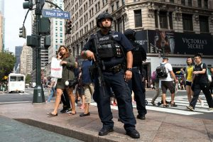JAV saugumo vadovas: vidaus veikėjų atakos kelia vis didesnę grėsmę