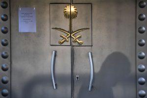 Turkija: žurnalistas Saudo Arabijos konsulate buvo pasmaugtas ir sukapotas