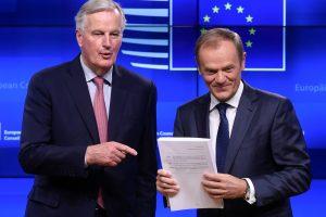"""Britų premjerė: """"Brexit"""" susitarimo projekto alternatyva – jokio """"Brexit"""""""
