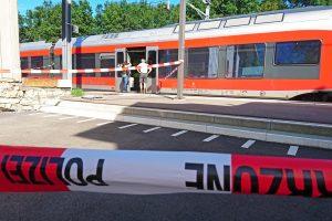 Šveicarijoje mirė per išpuolį traukinyje sužalota mergina