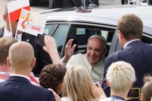 """Lenkijos """"Caritas"""" parduos popiežiaus automobilius ir parems pabėgėlius"""