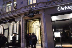 Paryžiuje plėšikai apvogė prabangių šveicariškų laikrodžių gamintojus