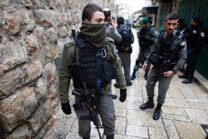 Žydų policininkui atsuktuvu dūręs palestinietis mirė ligoninėje