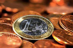 """Verslininkas 10 tūkst. eurų skolą valstybei """"pardavė"""" bedarbiui"""