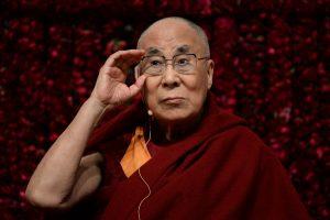 Kinija kritikuoja Dalai Lamos pasirodymą su komiku J. Oliveriu