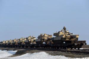 NATO išlaidos gynybai auga: kaip ginkluojasi Lietuvos kaimynės?