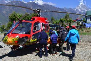 Ant Everesto žuvusių alpinistų skaičius išaugo iki keturių