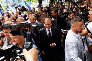 Lenkijos prokuratūra dėl prezidento lėktuvo katastrofos apklausė D. Tuską