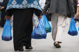 Latvijos parduotuvėse neliks nemokamų plastikinių maišelių