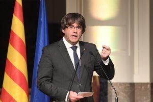 C. Puigdemont'as smerkia ES už pagalbą Ispanijos premjerui