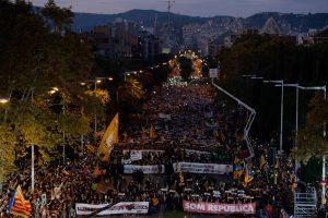Gatves užplūdę katalonai reikalavo laisvės savo vadovams