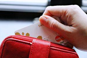 Apklausa: gyventojai dažniau renkasi elektroninius mokėjimo sprendimus