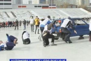 Jekaterinburge vyko automobilių stumdynių ant ledo turnyras
