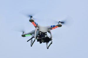 Svarstoma leisti numušti dronus, skraidančius virš karinių teritorijų