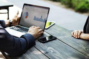 Tyrimas: darbuotojai ir darbdaviai skirtingai vertina motyvacijos priemones