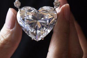 Širdies formos deimantas parduotas už 11,9 mln. eurų