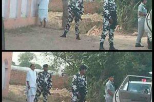 Skandalas Indijoje: ministras nusišlapino viešumoje, apsuptas apsaugininkų
