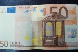 Utenoje ir Vilniuje sulaikyti netikrų eurų platintojai