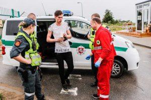 Uostamiesčio gelbėtojai vadavo šiaurinio molo gale įstrigusį vaikiną