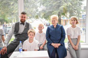 Prezidentė ir J. Valančiūnas Vilniuje atidarė paauglių dienos namus
