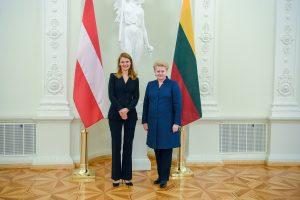 Prezidentė priėmė Austrijos ir Kanados ambasadorių skiriamuosius raštus