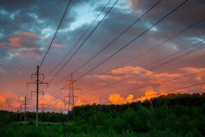 Nevėjuoti ir karšti orai padidino elektros kainą