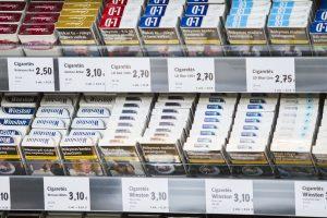 A. Veryga nori suvienodinti cigarečių pakelius