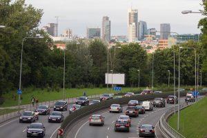 Premjeras: po trejų metų taršūs automobiliai gali atsiliepti biudžetui