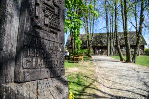 Kultūros paminklais siūlo skelbti signatarų sodybų vietas, karių kapus