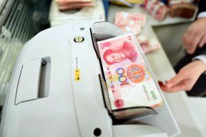 Kinijos paskolų rykliai reikalauja apsinuoginusių skolininkių nuotraukų