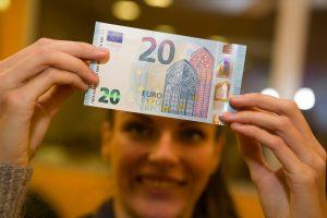 Smulkiuosius verslininkus nuo banko kortelių baido neįkandami mokesčiai