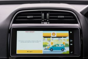 """""""Jaguar"""" ir """"Shell"""" sukūrė pirmąją pasaulyje ,,in-car"""" mokėjimo sistemą"""