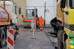 Apmokestintoje aikštelėje duobes pakeitė naujas asfaltas