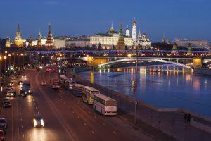 Du trečdaliai rusų įsitikinę, kad jų šalis turi priešų