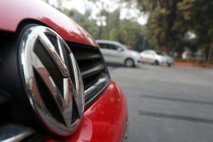 "Indija duoda ""Volkswagen"" 24 valandas baudai sumokėti"