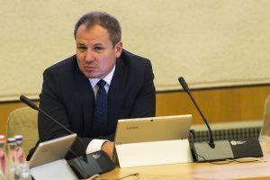 G. Surplys rinkimų agitaciją derina su ministro darbu