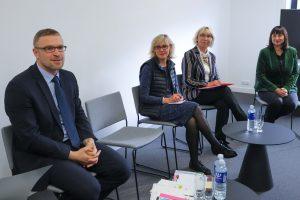 Kur Lietuvoje geriausiai dirbti socialiniu darbuotoju: algos skiriasi 400 eurų