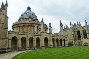 Oksfordo universitetas gali sulaužyti 700 metų trunkančią tradiciją