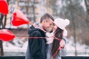 10 idėjų, kaip pasveikinti ją Valentino dienos proga