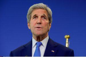 """J. Kerry perspėja Europą ir kitas valstybes dėl """"autoritarinio populizmo"""""""